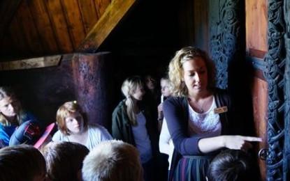 Skolebesøk til Hedalen stavkirke