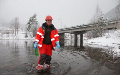 Sjekker vannkvaliteten i Begna