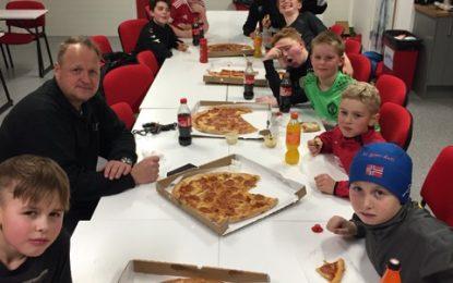 G12 avslutter året med pizza